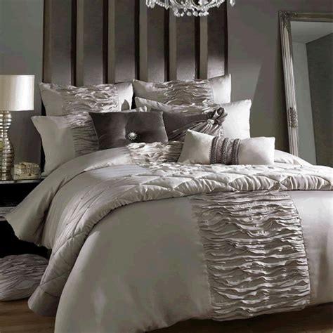 minogue bedding set minogue giana duvet set 550 the bed linen