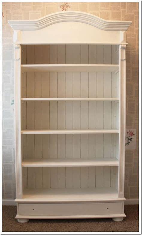 chalk paint bookshelf 25 best ideas about paint bookshelf on