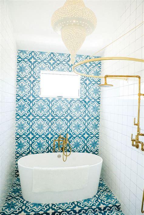 white and blue bathroom ideas best 25 blue white bathrooms ideas on blue
