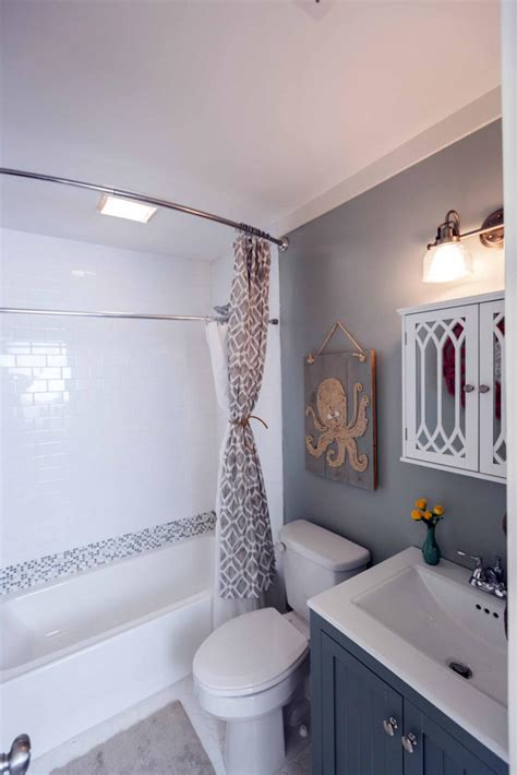 Hgtv Small Bathroom Makeover by 20 Small Bathroom Before And Afters Hgtv