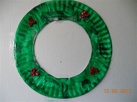 wreath crafts for easy paper plate wreath to the rescue
