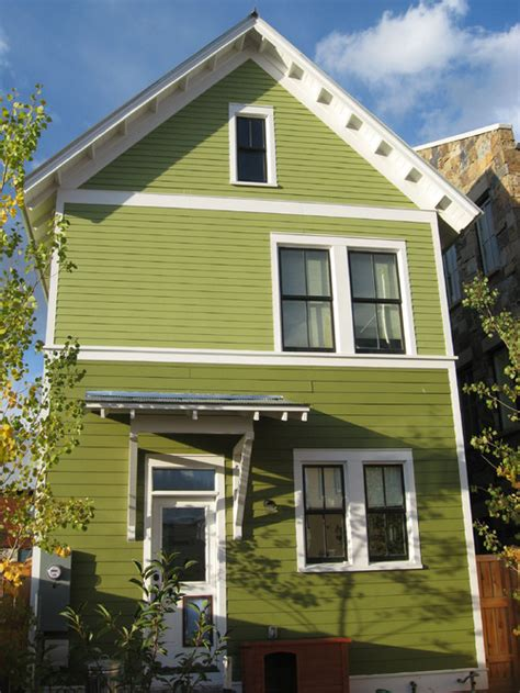 choosing paint color house exterior choosing exterior paint colors town country living