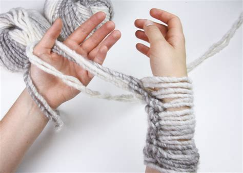 how to cast finger knitting learn to knit an infinity scarf in 20 minutes stockland