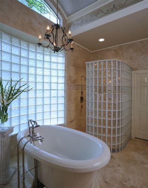 mettons des briques de verre dans la salle de bains