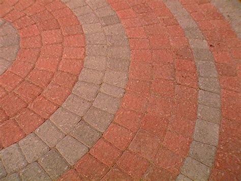 circular patio pavers how to lay a circular paver patio how tos diy