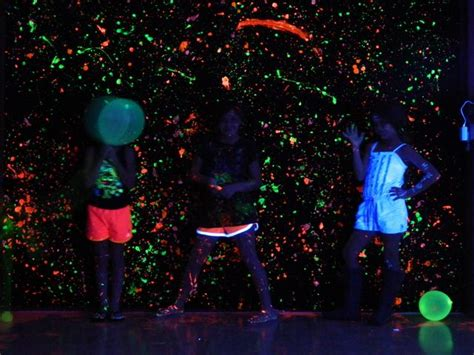glow in the paint vs black light paint 11 best images about glow in the on