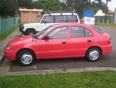 Hyundai Accent 1995 by 1995 Hyundai Accent Information And Photos Zombiedrive