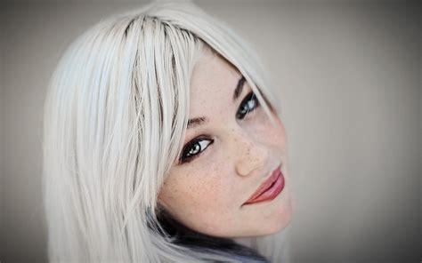 white in hair perch 232 abbiamo i capelli bianchi