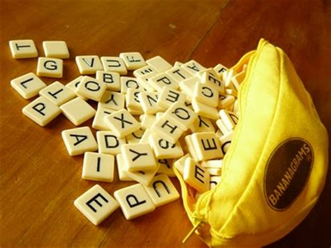 scrabble banana review bananagrams is like scrabble that doesn t take
