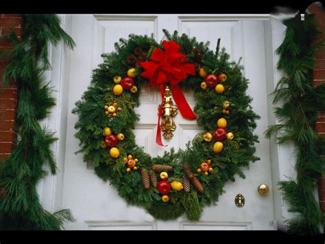 pictures of wreaths decorated and decorated wreaths with lights the