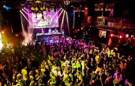 best night club barcelona barcelona nightlife bars and clubs in barcelona rent a