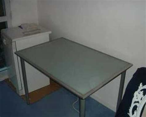 bureau avec plateau en verre tremp 233 ikea vika lauri