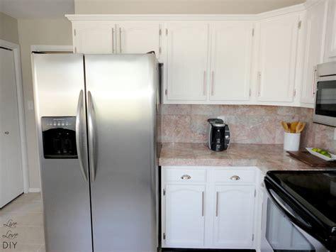 paint my kitchen cabinets white livelovediy how to paint kitchen cabinets in 10 easy steps
