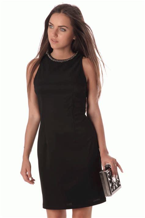 vestidos cortos negro vestido negro corto ajustado con cuello halter