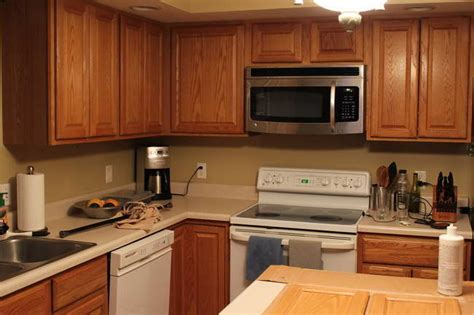 paint colors for the kitchen with cabinets selecting the right kitchen paint colors with maple