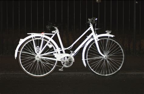 glow in the bike paint volvo new paint by volvo makes bicycles glow in the