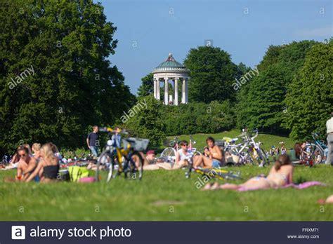 Englischer Garten München Picknick by Summer In The Garden With Monopteros Englischer