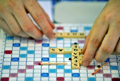 can you use re in scrabble ea scrabble lets iphone play with android