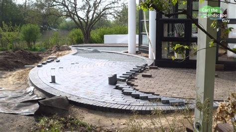 how to lay a paver patio how to lay a paver patio diy how to lay a level brick