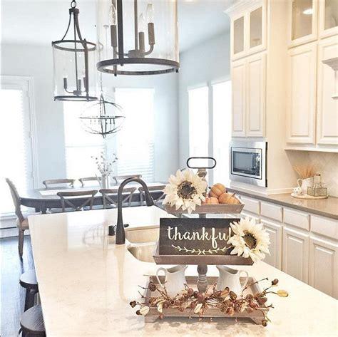 kitchen island decor ideas 17 best ideas about kitchen island centerpiece on