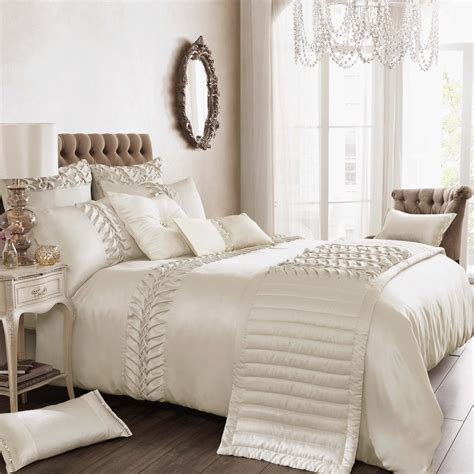 bed linen sets things to keep in mind while buying luxury bedding sets
