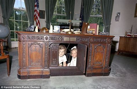 oval office desks that served the presidents daily