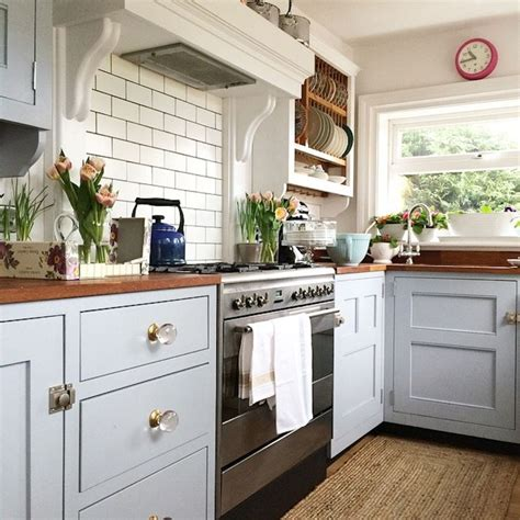 cottage kitchens best 25 country cottage kitchens ideas on