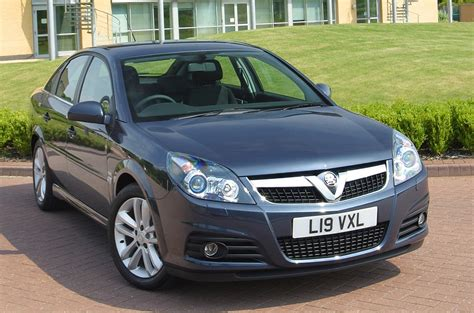 vauxhall vectra hatchback 2005 2008 driving vauxhall vectra saloon review 2005 2008 parkers