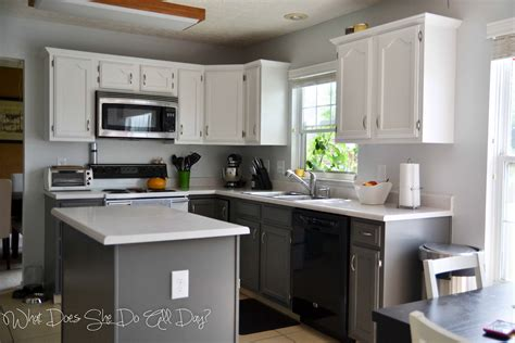 Best Way To Repaint Kitchen Cabinets painted kitchen cabinets before and after what does she