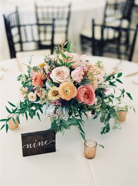 centerpieces with flowers 25 best ideas about wedding flowers on