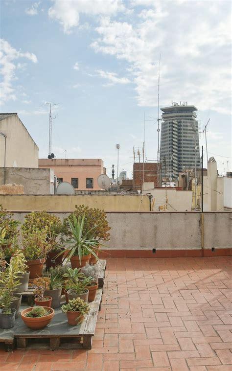 alquiler piso con terraza barcelona piso de un dormitorio con terraza en el raval monapart