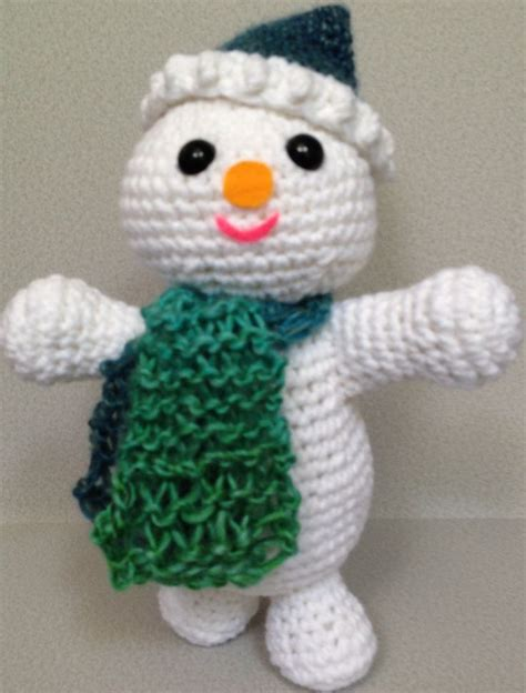 free knitting patterns snowman snowman with knitted scarf pattern persons