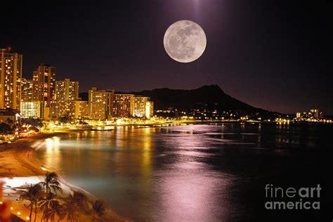 paint nite oahu moon photograph by tomas amo