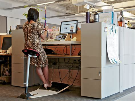 standing desk lower back my year at a standing desk and why i ll never go back