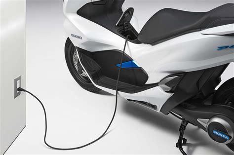 Honda Pcx 2018 Tokyo Motor Show by Honda Pcx Electric 2018 I Honda Pcx Hybrid 2018 Dwa