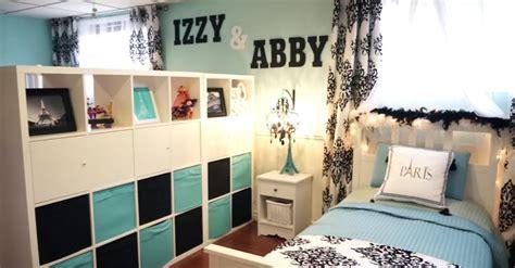 split bedroom design the wall has 2 names but just 1 bed now wait til