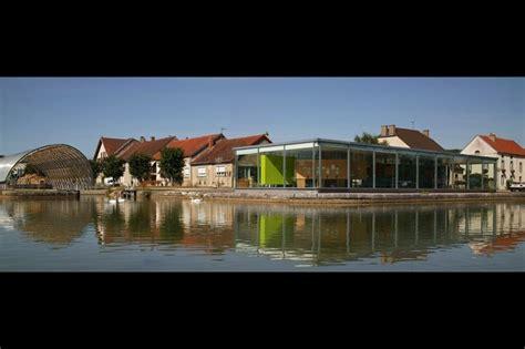 maison du canal de bourgogne pig images