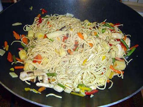 recette de wok l 233 gumes p 226 tes et poulet