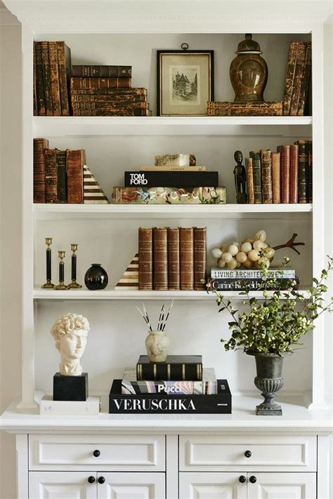 ideas for decorating bookshelves 25 best ideas about arranging bookshelves on