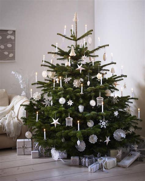 festlich wir dekorieren den christbaum