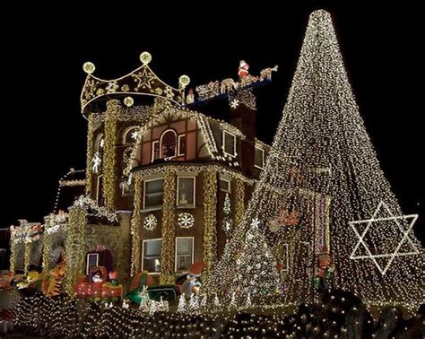 how to decorate house with lights 15 houses decorated for whoville