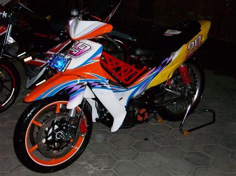 Modifikasi Motor Fiz R by Modifikasi Yamaha Fiz R Keren Berbagai Style Go Goblog
