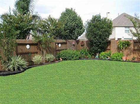 all about landscaping 25 best ideas about landscaping along fence on