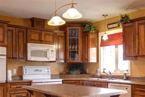 paint colors for a kitchen with brown cabinets painting golden and light brown painting colors for