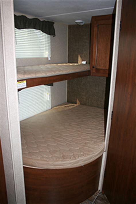 travel bunk beds 27 prowler bunkhouse travel trailer great outdoors rv