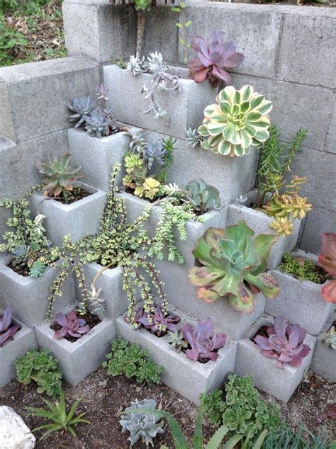 cinder block garden wall these 14 diy projects using cinder blocks are brilliant