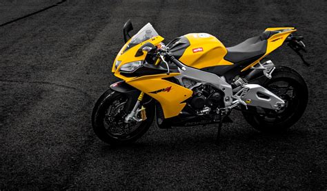 Wallpaper Of Car And Bike by Cars And Bikes Wallpapers Pictures