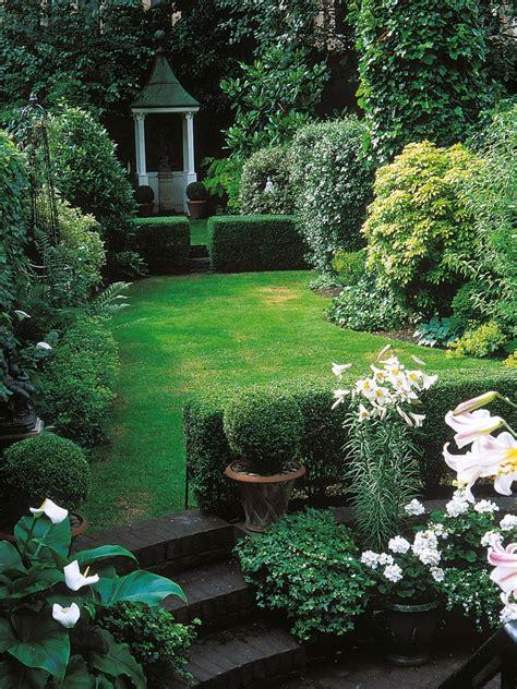 narrow backyard design ideas triyae narrow backyard landscaping ideas various