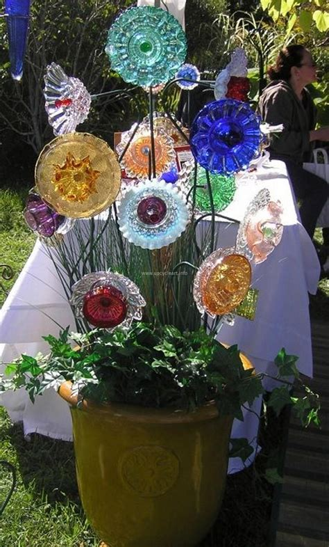 diy glass garden flowers garden plate flowers upcycle