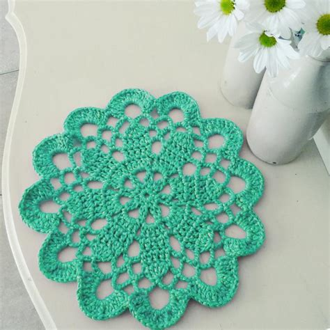 www coatsandclark crafts crochet projects creative crochet embellishments adding doilies to your